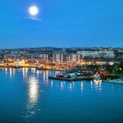 1200px-Göteborg_in_moon_light